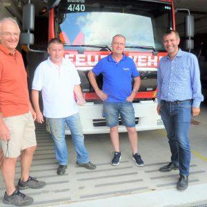 Am Feuerwehrgerätehaus: Thomas Prochazka, Matthias Becker, Klaus Kessler und Michael Borke (von linls)